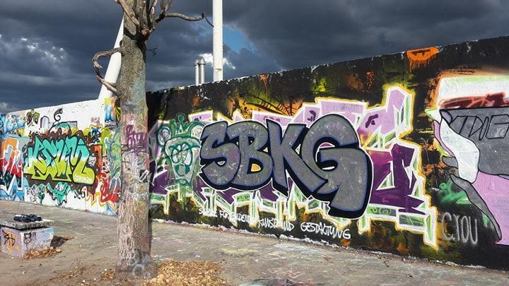 Ein Werk im Mauerpark entstanden im Graffiti Street Art Workshop der Kunstschule